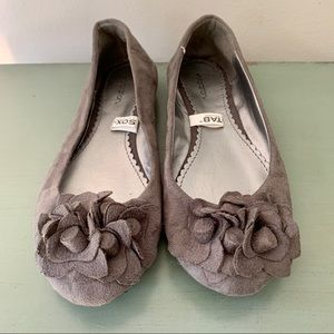 Gray Flats with Flower Size 6
